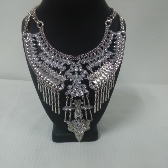Deja Vous Jewelry - NWT Bling Necklace